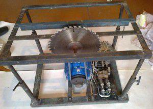 Рама с установленным диском и электродвигателем