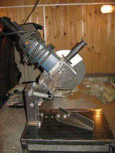 станина торцовки выполнена из металла