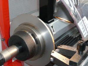 Работа станка по проточке дисков